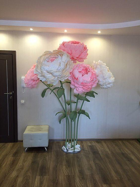 Гигантские цветы своими руками. Красивая идея для праздничного декора.