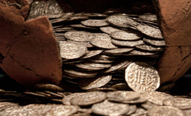 Панский клад: погреб с золотом искали 5 лет и наконец нашли первый кувшин
