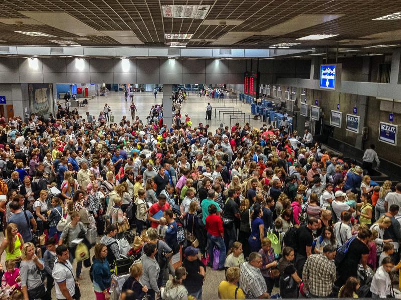 Эвакуация людей из Египта: ругань, скандалы и полная неразбериха