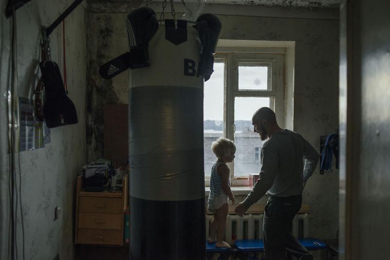 Больше всего семья любит заниматься спортом, а товары для их маленького спортзала Сергей заказывает в интернете. жизнь, интернет, люди, россия