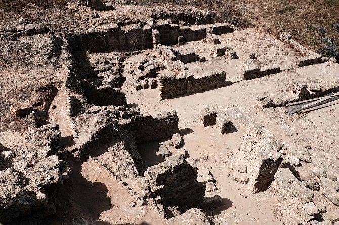 На месте строительства Керченского моста обнаружили древний некрополь
