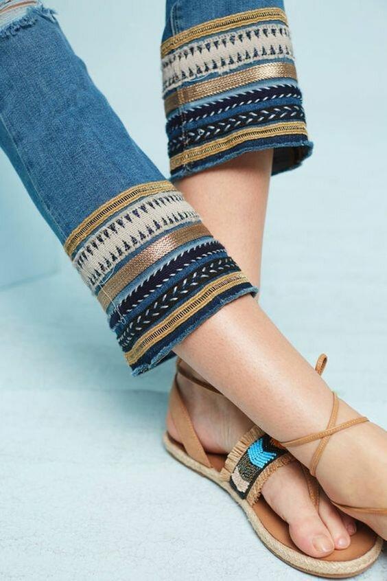 Вышедшие из моды джинсы рукодельница может превратить в супер модную вещь! Идея для вдохновения!