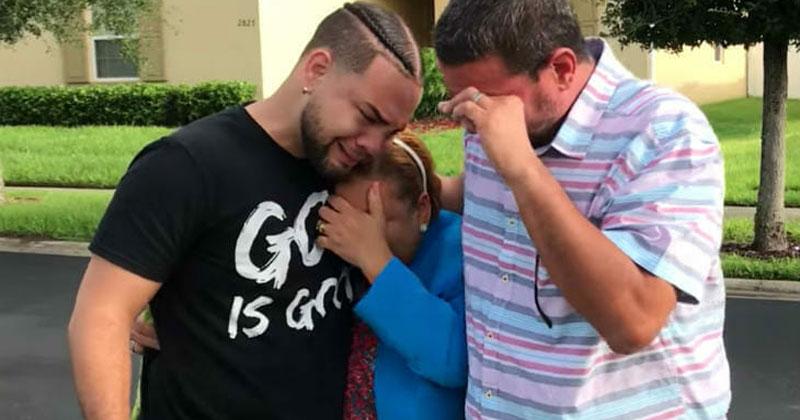 Сын в тайне купил дом. Когда родители узнали, для кого он, потеряли дар речи!