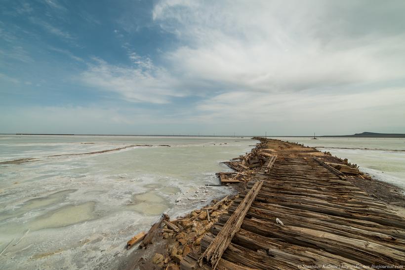 Баскунчак: соль, закаты и поезда, идущие по воде