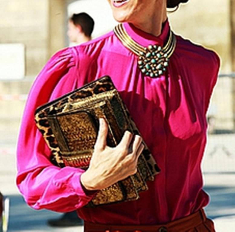 С чем носить массивные украшения: совмещаем стиль casual и крупные колье