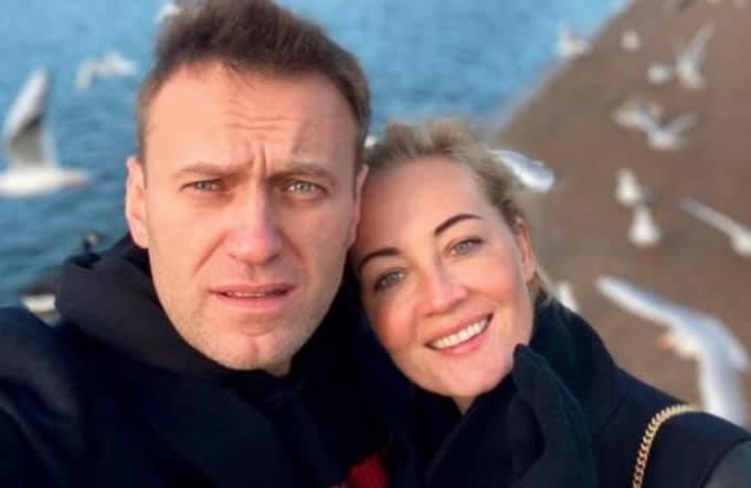 """Давайте начнем с """"во-первых"""". власть,мнение,Навальный,отравление,расследование"""