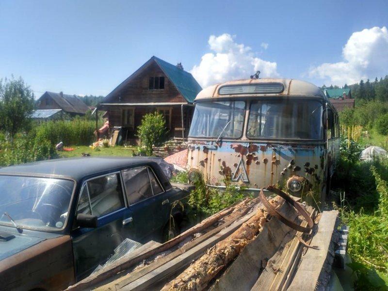 Таким автобус нашли: ушедшим почти по брюхо в землю… ЛАЗ, ЛАЗ-695Е, авто, автобус, олдтаймер, реставрация, ретро авто, ретро техника
