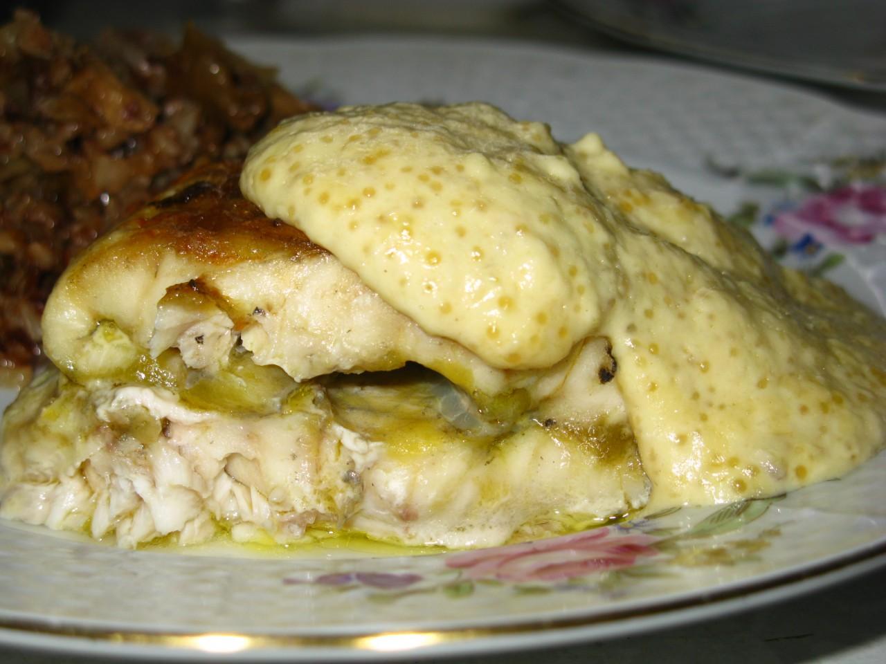 Стерлядь под соусом из щучьей икры