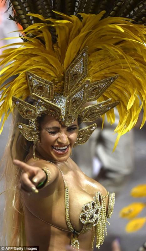 Порно с карнавала в рио-де-жанейро, душе скрытая камера