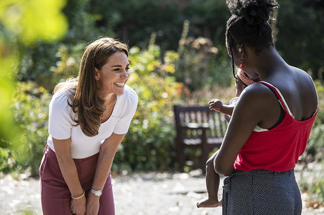 Солнце и много смеха: Кейт Миддлтон встретилась с волонтерами в Баттерси-парке Монархии