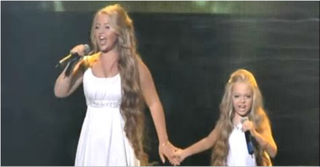 2 сестрички покорили зал сво…
