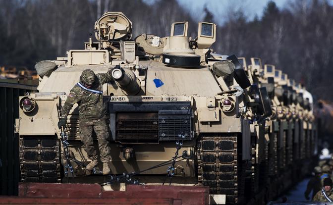 «США построят 1350 Abrams и въедут на Красную площадь»
