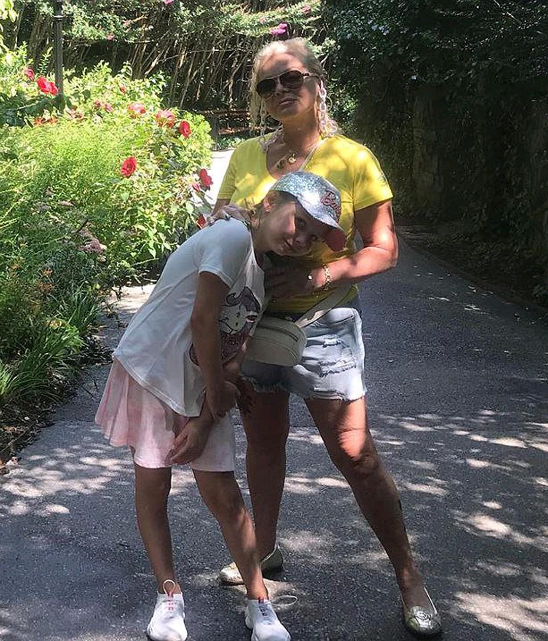 Отдыхающая в США Лариса Долина ходит в дерзких мини-шортах и с татуировкой звезда,Лариса Долина,наши звезды,новости,развлечение,фото,шоубиz,шоубиз
