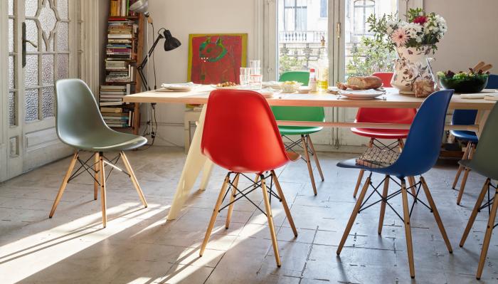 Добавить яркости комнате помогут обычные табуретки. /Фото: design-bestseller.de