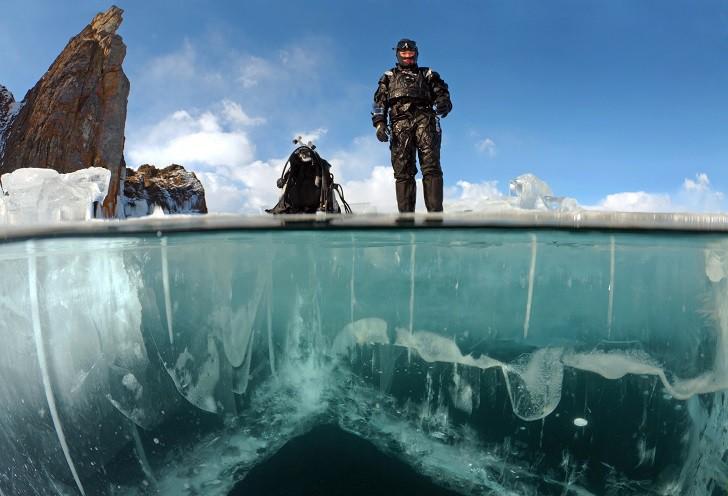Погружение дайверов под лед Байкала байкал, дайверы