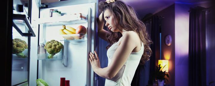 Это миф, что женщинам нельзя есть на ночь