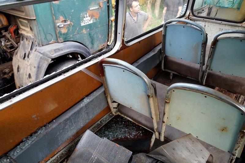 Водитель автобуса позаботился о себе: он проложил ещё один воздуховод с тёплым воздухом из моторного отсека к себе в кабину ЛАЗ, ЛАЗ-695Е, авто, автобус, олдтаймер, реставрация, ретро авто, ретро техника