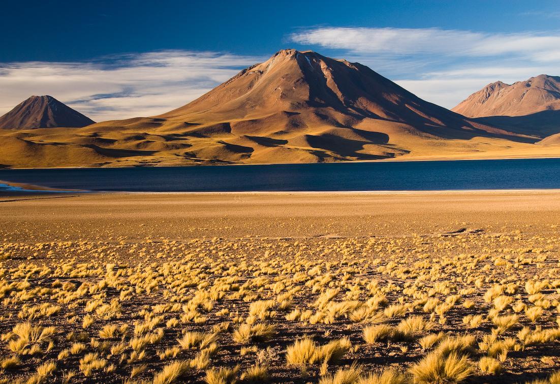 Магма подняла озеро в Чили н…