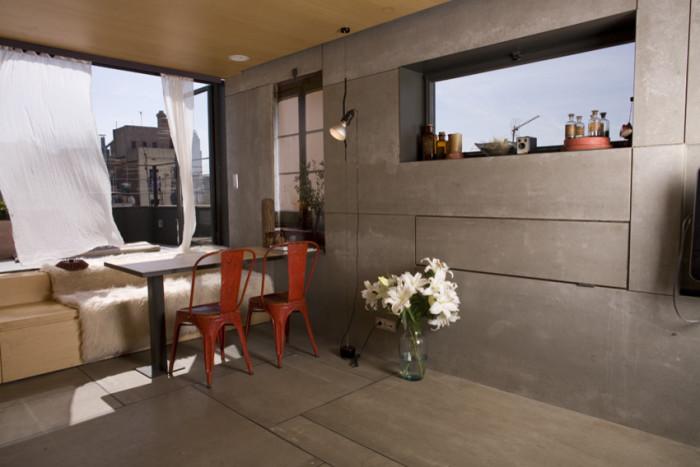 Смарт-стенка помогла сделать крошечную квартиру комфортной и уютной (Испания). | Фото: interiorsmall.ru.