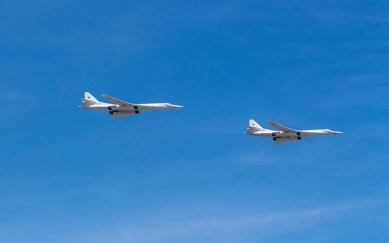 """Проверили боеготовность. """"Белые лебеди"""" совершили полёт над тремя морями"""