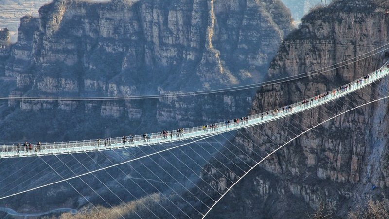 7. Самый длинный и самый высокий стеклянный мост в мире, Национальный парк Чжанцзяцзе, Китай в мире, высота, кадр, красота, люди, фото