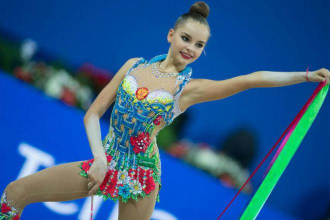 Стройная российская гимнастка показывает потрясающую гибкость