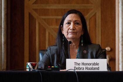 В США коренная американка впервые стала министром Мир