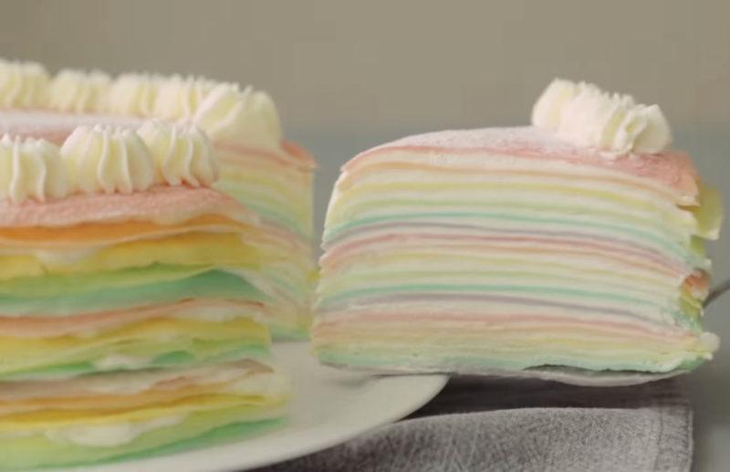 Радужный блинный торт — не только красивый, но и очень вкусный