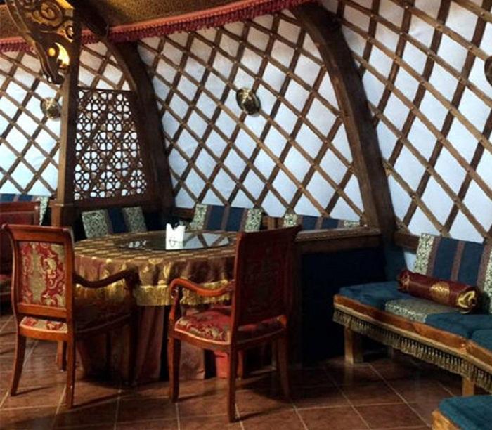 Интерьер юрты будет оформлен в национальном стиле (Калмыкия). | Фото: kalmykiatour.com.