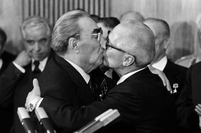 О поцелуях Брежнева