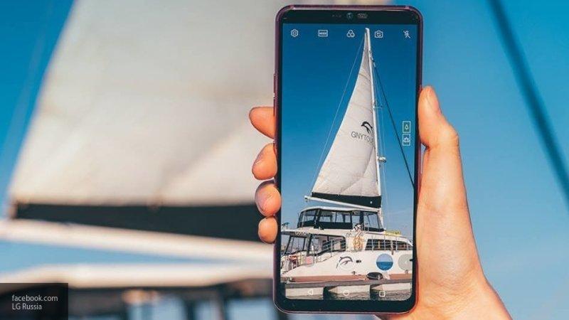 Новенький смартфон LG G8 ThinQ показали на видео со всех сторон