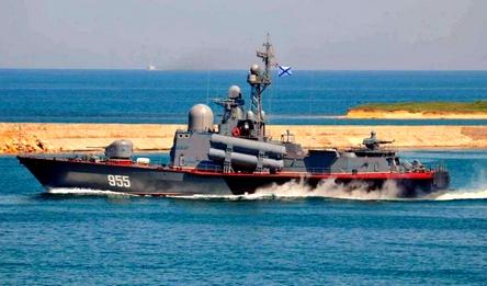 Ракетный катер ЧФ принудил турецкое судно изменить курс