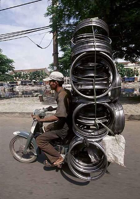 overloaded-vehicles-around-the-world-7__880