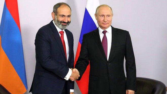 «Революция в Ереване — это внутриармянские дела»: заявил политолог Максим Васьков