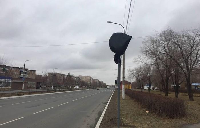 Отменяет ли мусорный пакет действие дорожного знака?