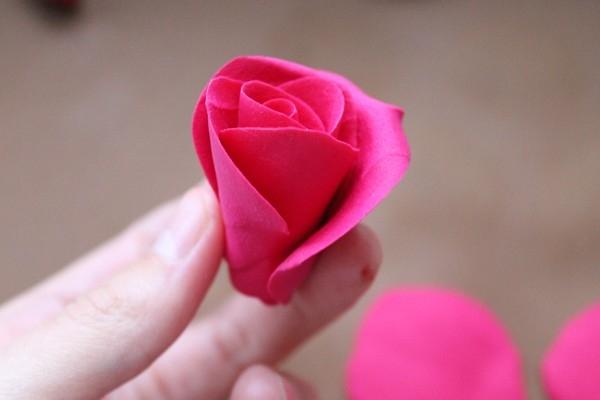 Лепка цветов из полимерной глины: делаем сердце из роз (1/2) лепестки, цветы, глины, чтобы, полимерной, второй, будет, больше, цветок, около, «ножку», процессе, лепесток, делаем, листа, цветов, шариков, цветка, лепестков, просто