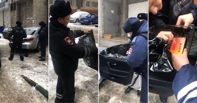 Инспектор ГИБДД приклеил обратно оторванную водителем тонировку и сделал замеры
