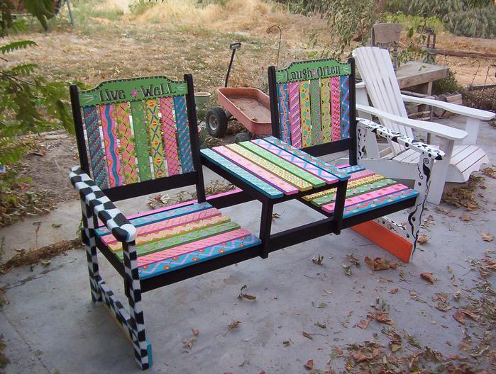 Расписные яркие стулья