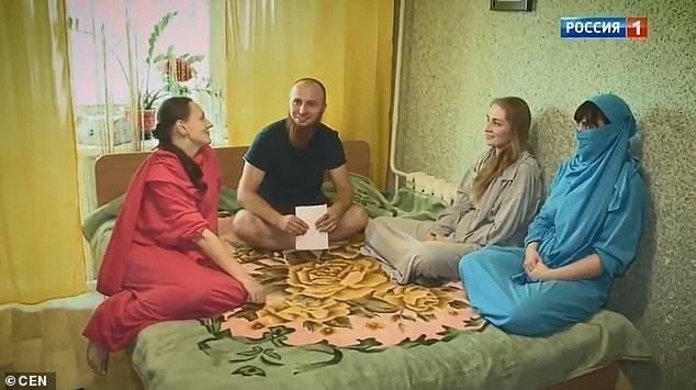Иван мечтает о том, чтобы у него было еще больше жен и минимум 50 детей гарем, и такое бывает, многоженство, мужчина и женщины, полигамия, россия, семья и брак, султан