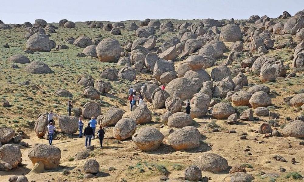 Казахстан. Исследование долины каменных шаров