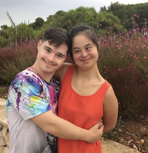 Дочь Ирины Хакамады устроила знойные каникулы с бойфрендом