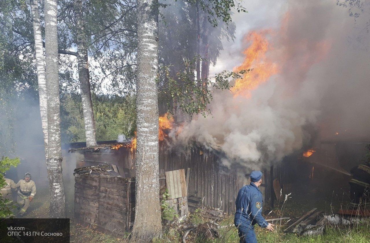 В Хабаровске в деревянном бараке произошел пожар