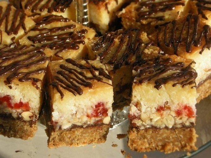 Пирожные с шоколадом и орехами