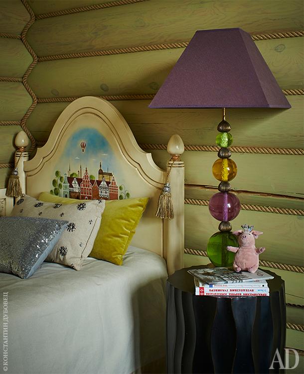 Фрагмент детской. Лампа винтажная, куплена на блошином рынке в Италии.