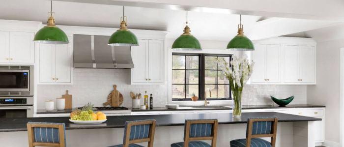 Стильный акцент в кухне тоже не помешает. /Фото: wow-deco.com