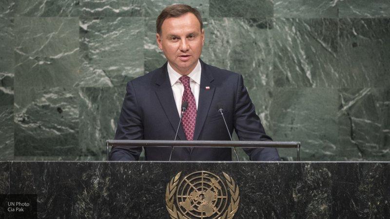 Президент Польши предложил Зеленскому почтить память воевавших с большевиками солдат