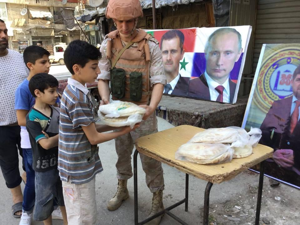 Российские военные доставили 2 тонны гуманитарной помощи жителям Алеппо