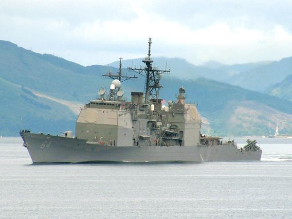 """Ракетный крейсер """"Дональд Кук"""" ВМС США следует в Черное море"""