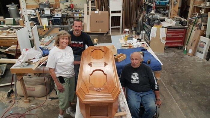 На просьбу помочь в организации похорон откликнулось немало людей. Бесплатно был сделан новый красивый гроб для Миранды Евы. девочка, доброта, интересно, история, наука