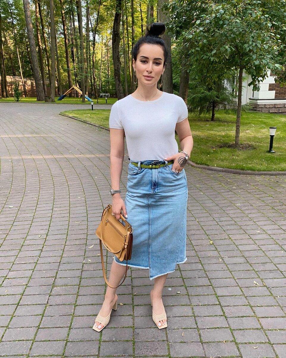 Как одеваются российские звезды летом: 7 омолаживающих образов, которые стоит повторить